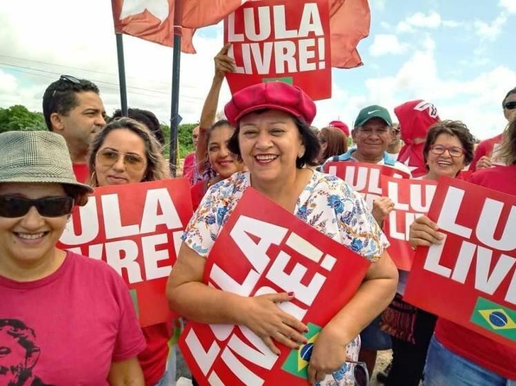 """FÁTIMA BEZERRA VAI DEFENDER """"LULA LIVRE"""" EM REUNIÃO COM BOLSONARO ..."""
